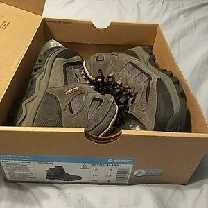 Like New waterproof hiking shoes/boots Girls 2
